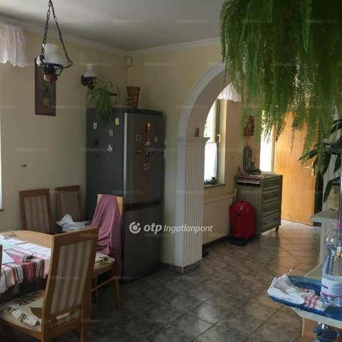 Családi ház eladó Budakalász, a Fürj utcában, 210 négyzetméteres