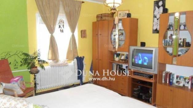 Eladó családi ház Veszprém a Posta utcában, 5 szobás