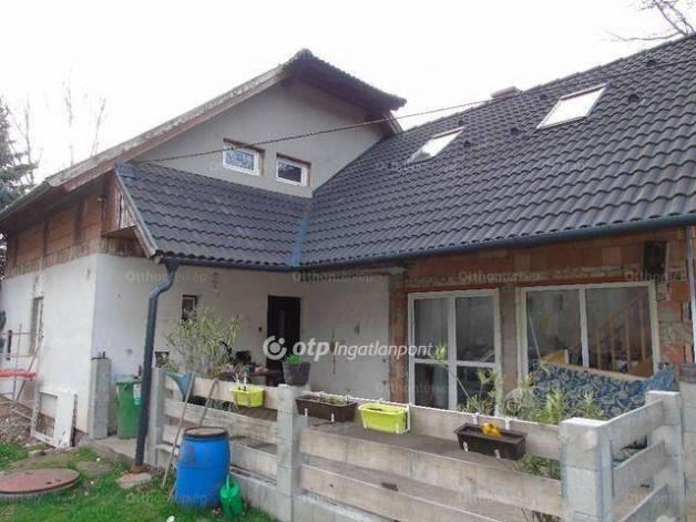 Szárligeti eladó családi ház, 6 szobás, 148 négyzetméteres