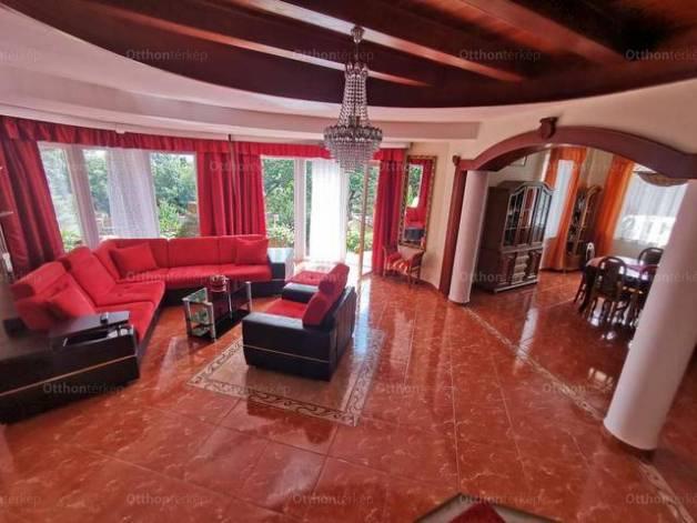 Balatonalmádi 5+1 szobás családi ház eladó