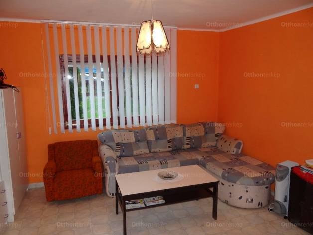 Balatonfenyvesi nyaraló eladó, 40 négyzetméteres, 2+1 szobás