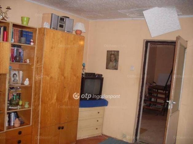 Eladó családi ház, Vácszentlászló, 2 szobás
