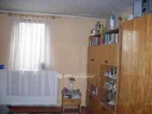 Eladó családi ház Vácszentlászló, Deák utca, 2 szobás