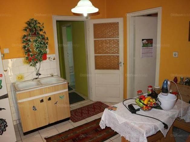 Eladó, Makó, 3 szobás