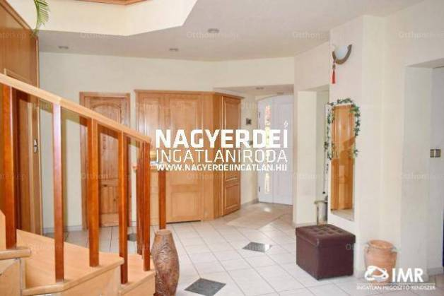 Debreceni eladó családi ház, 7 szobás, 260 négyzetméteres