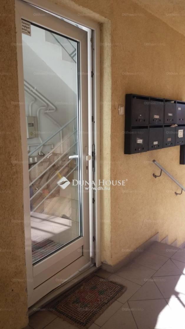 Pécs 2 szobás lakás eladó a Mécsvirág utcában
