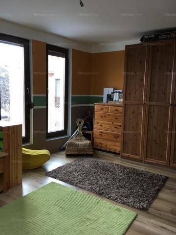 Eladó családi ház Albertfalván, 7 szobás
