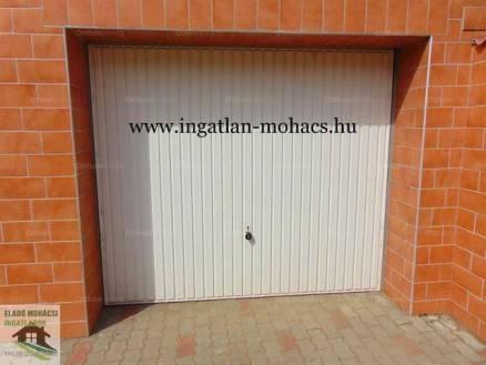 Mohácsi garázs eladó, 17 négyzetméteres