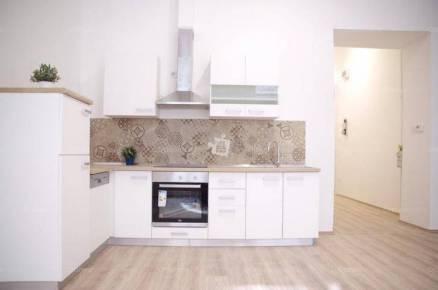 Eladó 2+1 szobás lakás Terézvárosban, Budapest, Szondi utca