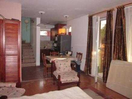 Eladó lakás Baja, 2+1 szobás