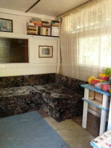 Eladó 2 szobás nyaraló Pócsmegyer