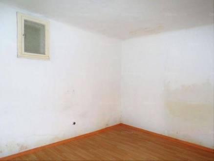 Debreceni házrész eladó, 48 négyzetméteres, 2 szobás