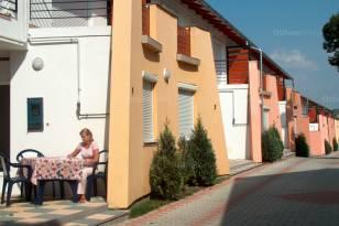 Siófok 2+1 szobás sorház eladó a Honvéd utcában 80-ban