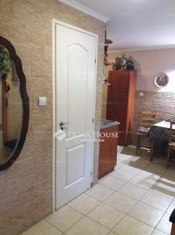 Péceli eladó családi ház, 3+2 szobás, a Maglódi úton