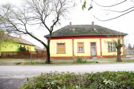 Jászladány, Kossuth Lajos utca