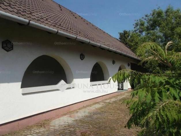 Csolnoki kiadó családi ház, 5 szobás, az Erdősor utcában