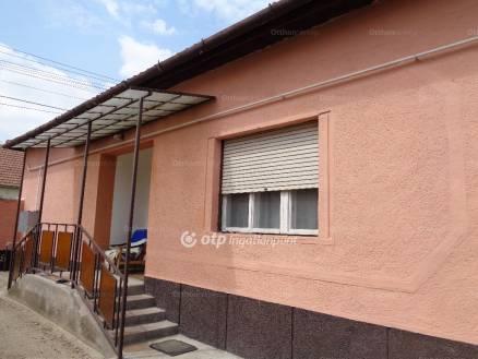 Kiskőrösi ház eladó, 90 négyzetméteres, 3 szobás