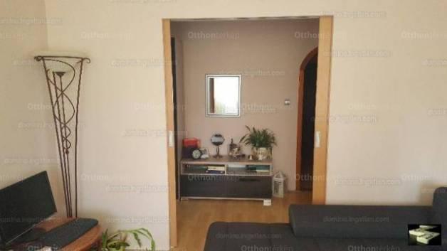 Pécsi eladó lakás, 2+2 szobás, 73 négyzetméteres