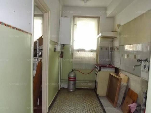 Balatonfűzfő lakás eladó, Gagarin utca, 2 szobás