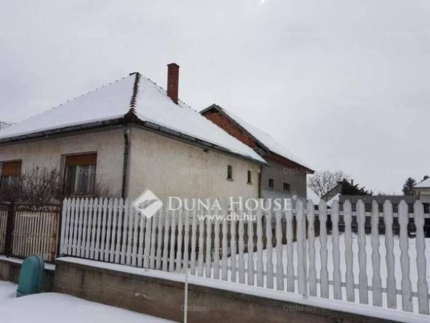 Eladó ház Tápiószecső, Árpád út, 6+1 szobás