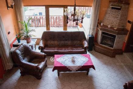 Tököli ház eladó, 230 négyzetméteres, 3+2 szobás