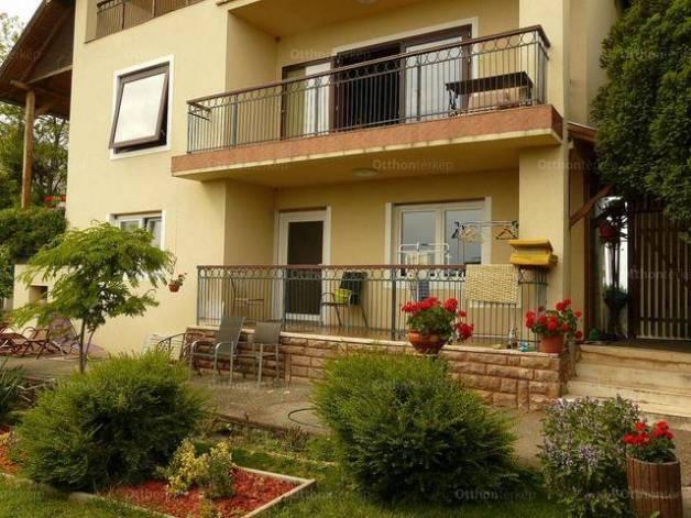 Eladó családi ház Balatonalmádi, 6+2 szobás