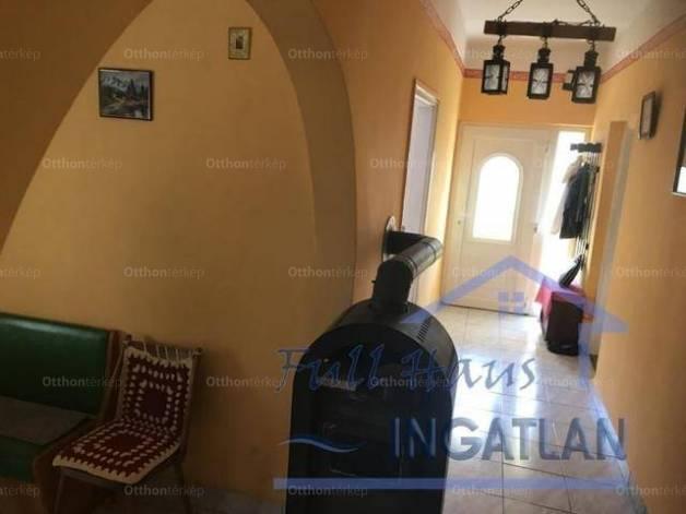 Eladó 3+2 szobás családi ház Naszály