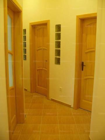 Pécsi eladó lakás, 3 szobás, 70 négyzetméteres