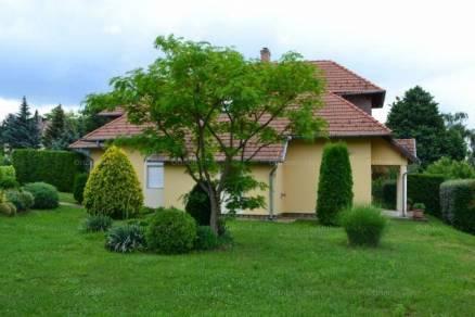 Keszthelyi ház eladó, 132 négyzetméteres, 3 szobás
