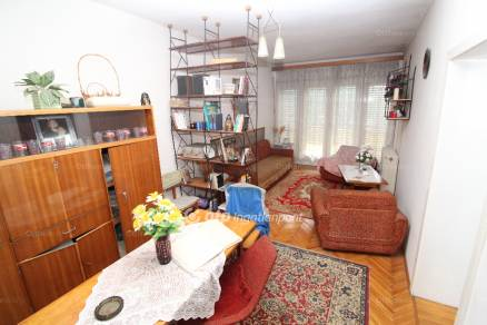 Szombathelyi eladó ház, 4+1 szobás, a Savaria téren
