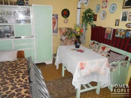 Szegedi nyaraló eladó, 32 négyzetméteres, 1+2 szobás