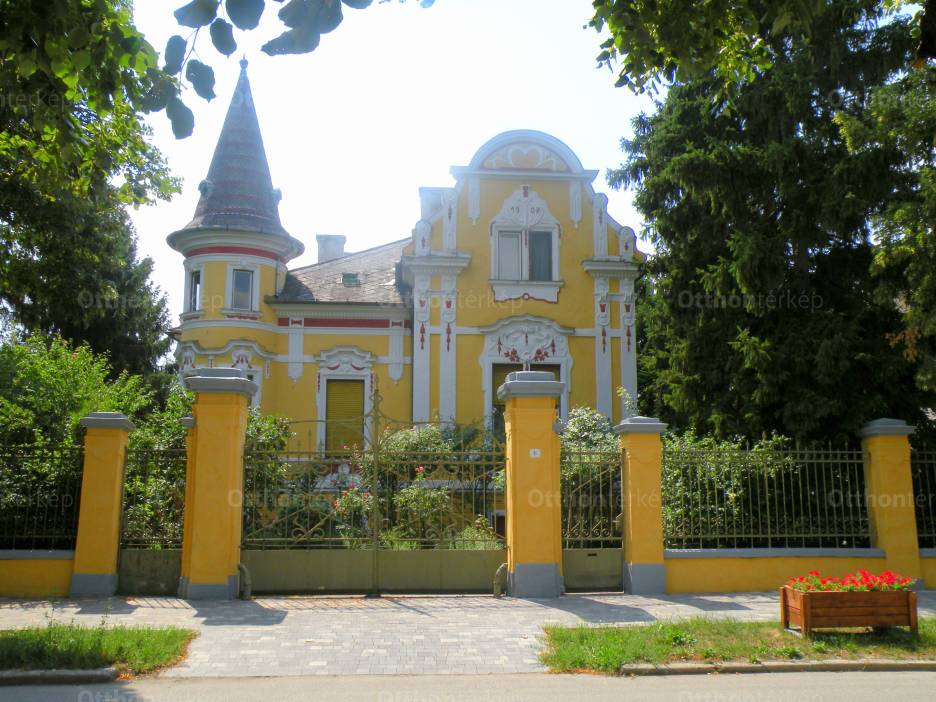 Eladó családi ház Pápa az Esterházy úton, 6 szobás