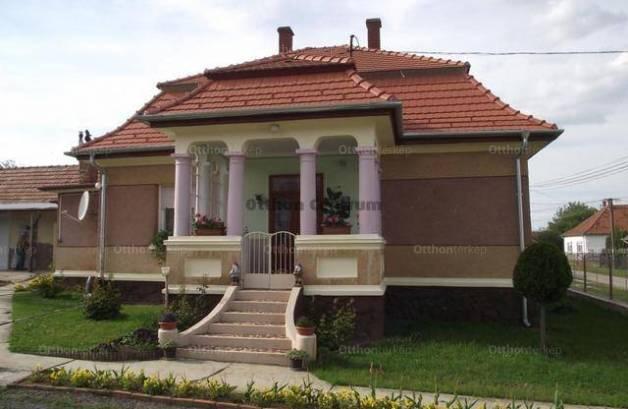 Nagyrada családi ház eladó, 2+3 szobás