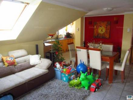 Bajai családi ház eladó, 250 négyzetméteres, 6 szobás