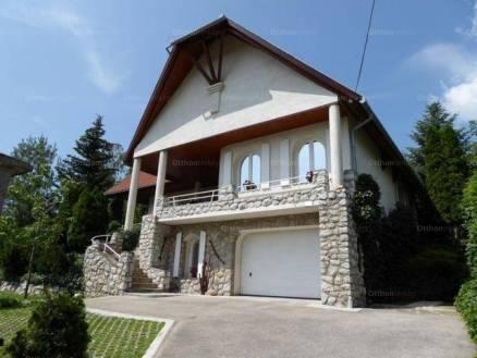 Eladó családi ház, Pécs, 4+1 szobás