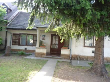 Budapesti családi ház eladó, Kelenvölgyben, Bazsalikom utca, 3 szobás
