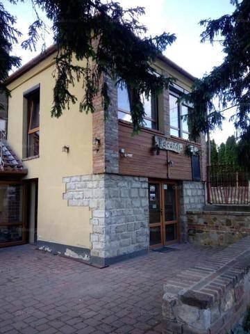 Eladó 4+1 szobás családi ház Pécs