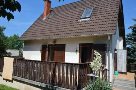 Balatonalmádi eladó nyaraló, 1+2 szobás, 84 négyzetméteres