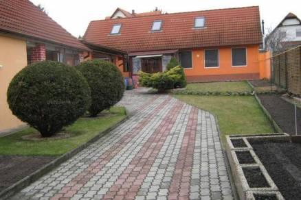 Eladó, Pécs, 3 szobás