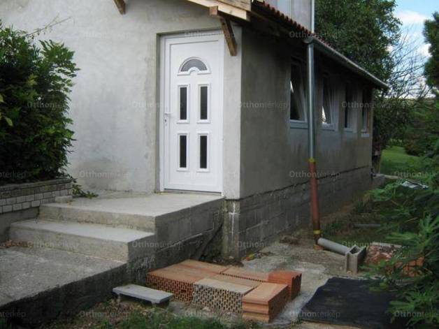 Eladó, Pécs, 2 szobás