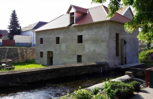 Eladó 10 szobás ház Tapolca