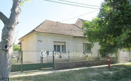 Berhida családi ház eladó, Diófa utca 12., 3 szobás