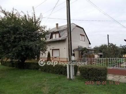 Eladó családi ház Dombóvár a Tulipán utcában 40-ben, 5+1 szobás