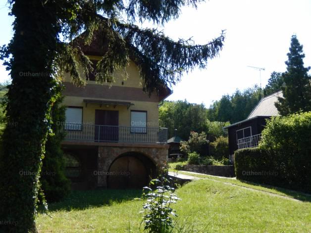 Eladó családi ház, Dunaalmás, 4+4 szobás