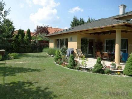 Családi ház eladó Tatabánya, 301 négyzetméteres