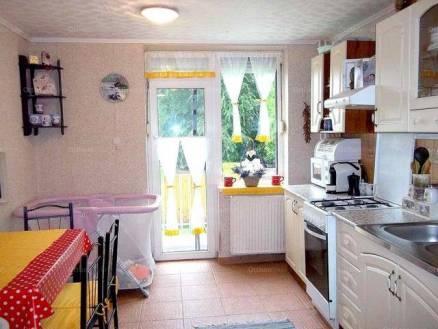 Solti sorház eladó, 110 négyzetméteres, 1+3 szobás