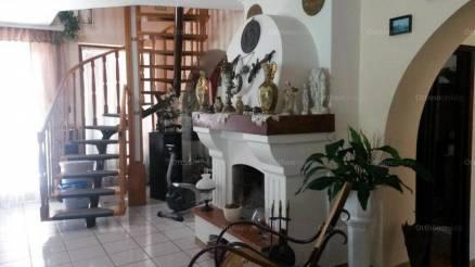 Eladó családi ház Győr, 4 szobás