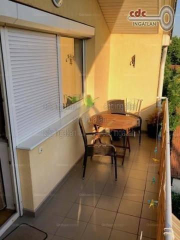 Székesfehérvár 2+2 szobás lakás eladó a Vértanú utcában