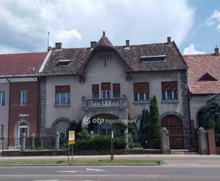 Eger családi ház eladó, 8 szobás