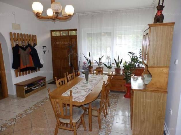 Nagykanizsai eladó családi ház, 5 szobás, 250 négyzetméteres